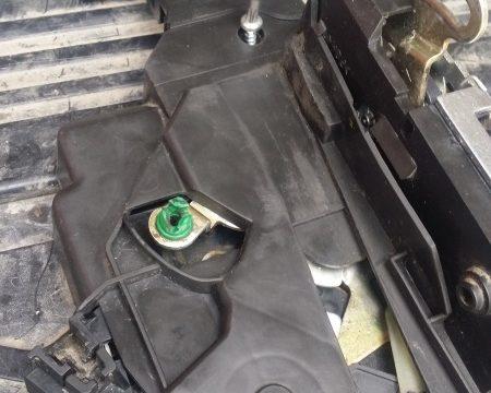 Sostituzione serratura anteriore sinistra
